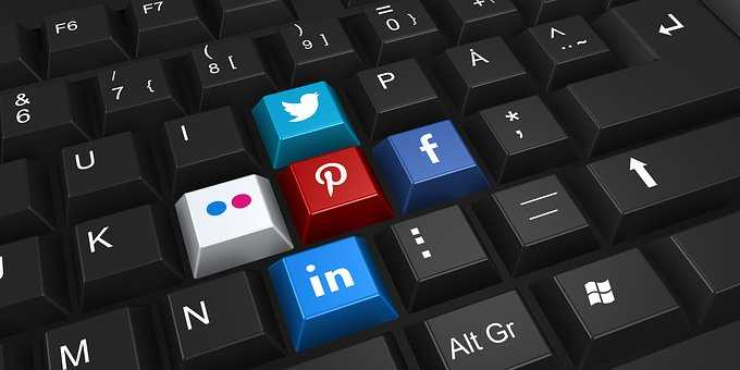 social media keys on keyboard